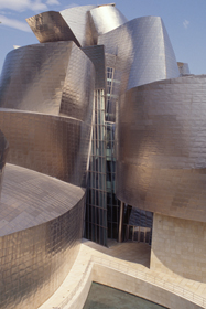 "F. GEHRY, BILBAO: ""GETTING THE CLEFT THROUGHOUT TITENIUM LIPS"""