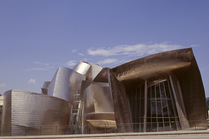 "F. GEHRY, BILBAO: ""TRY TO REMEMBER RONCHAMP"""