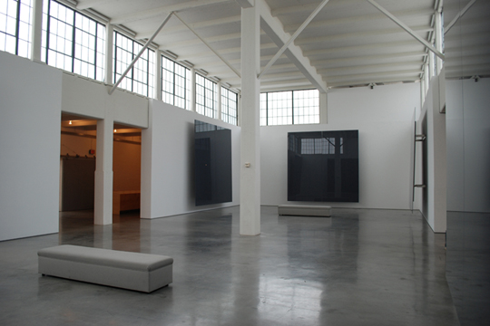 "R. IRWING, BACON NY: ""GERAHRD RICHTER GALLERY"" (Six Grey Mirror, 2003)"