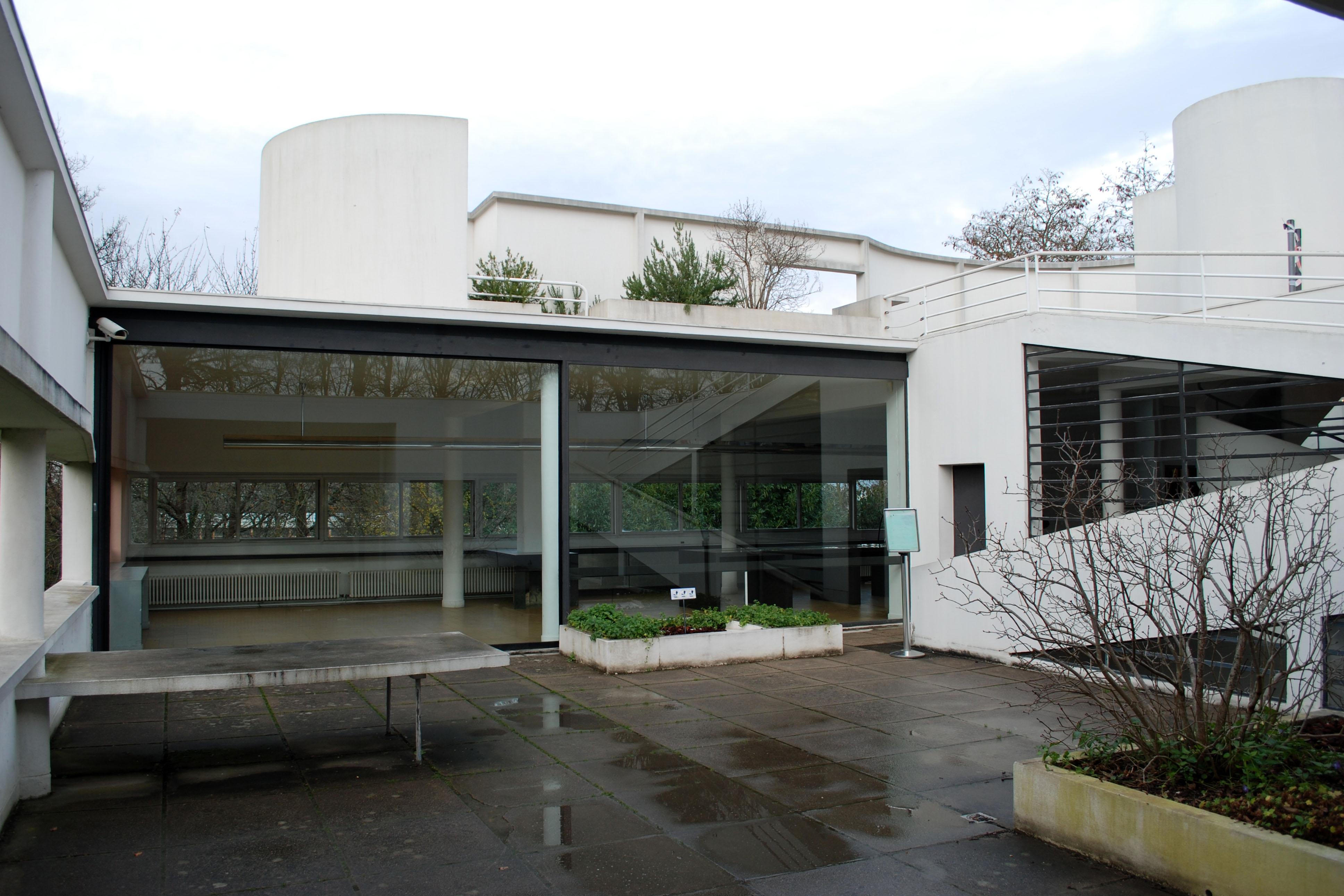 LE CORBUSIER, VILLA SAVOYE, POISSY 1931 - herearchitecture.com